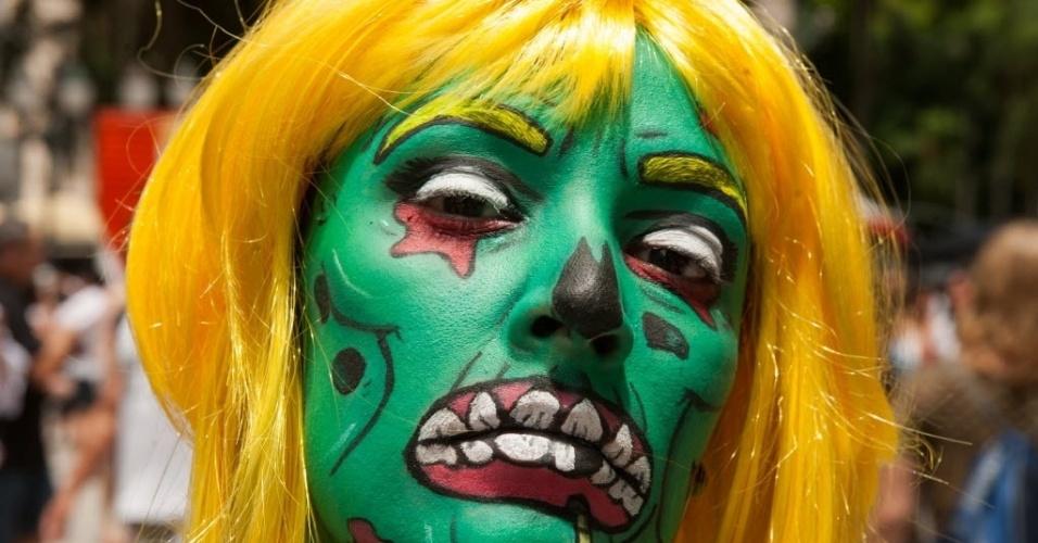 7.fev.2016 - Jeniffer Primao (28) curte a tradicional Zombie Walk de Curitiba se inspirando da pop arte