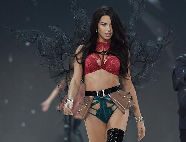 Adriana Lima no Victoria's Secret Fashion Show 2016