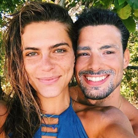Mariana e Cauã, um casal que usa protetor solar - Reprodução/Instagram/@marianagoldfarb