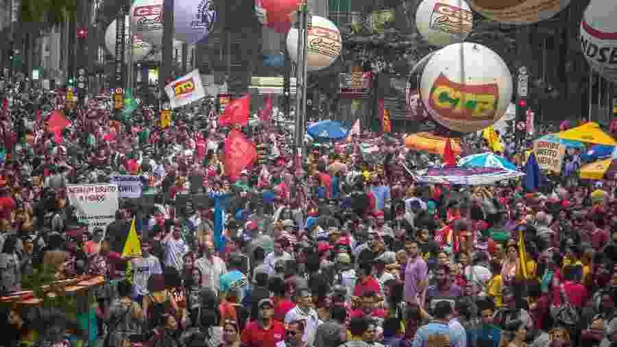 15.mar.2017 - Passeata na avenida Paulista, em São Paulo, contra a reforma da Previdência - Danilo Fernandes/Folhapress