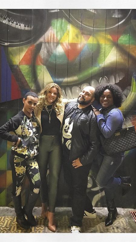 Tiago Abravanel posa com Aline Wirley, Fantine Tho e Karin Hils - Reprodução/Instagram