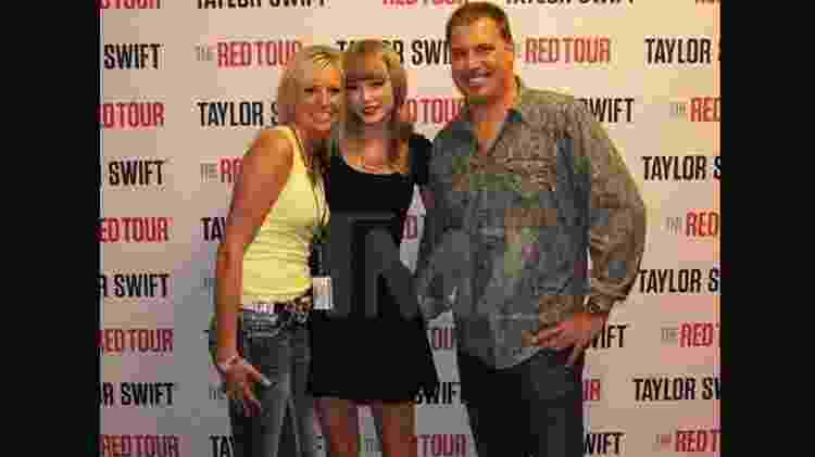 Taylor Swift posa com o radialista David Mueller - TMZ - TMZ