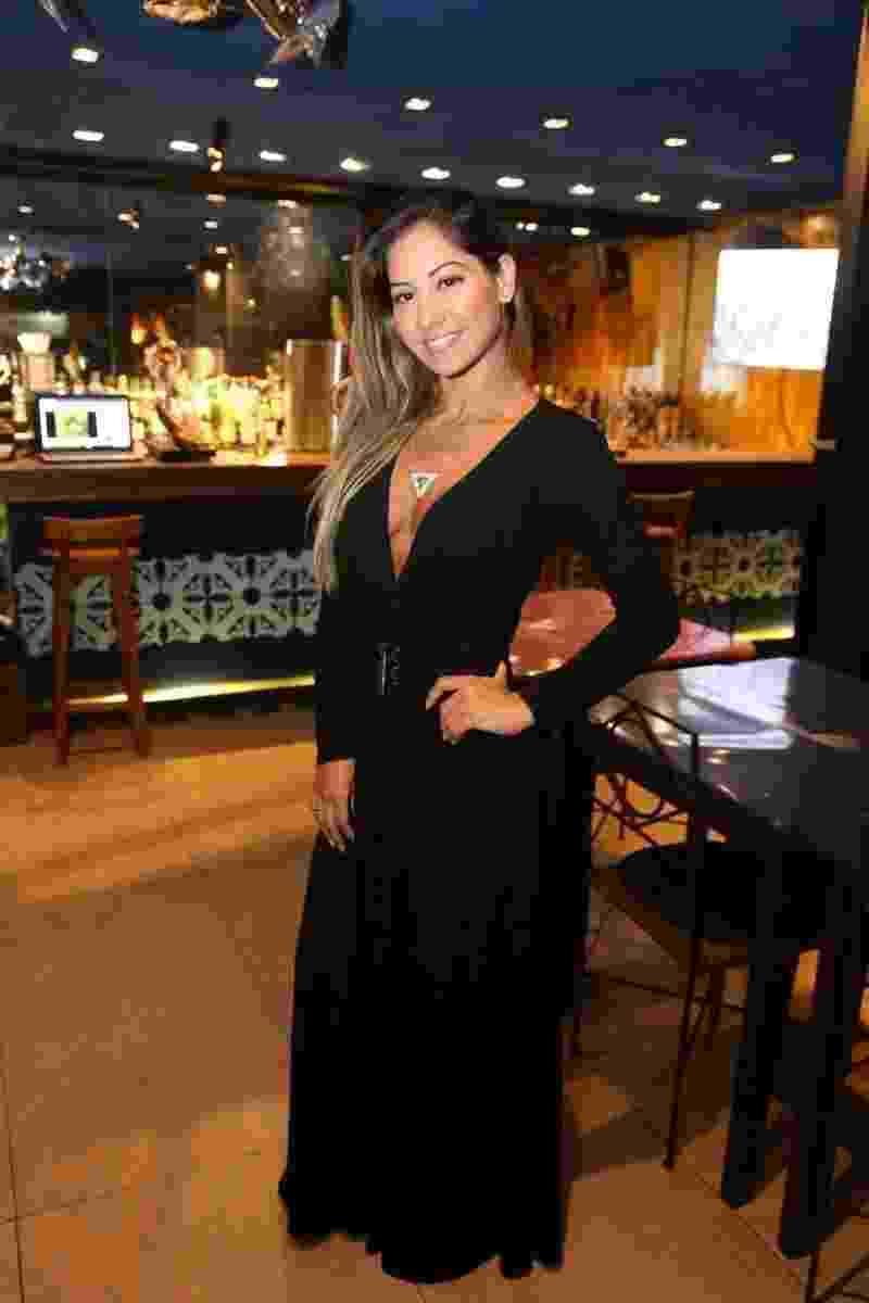 Decotada, Mayra Cardi prestigia jantar com Walcyr Carrasco no Bar de Lisboa, no Leblon, zona sul do Rio - André Freitas/ AgNews