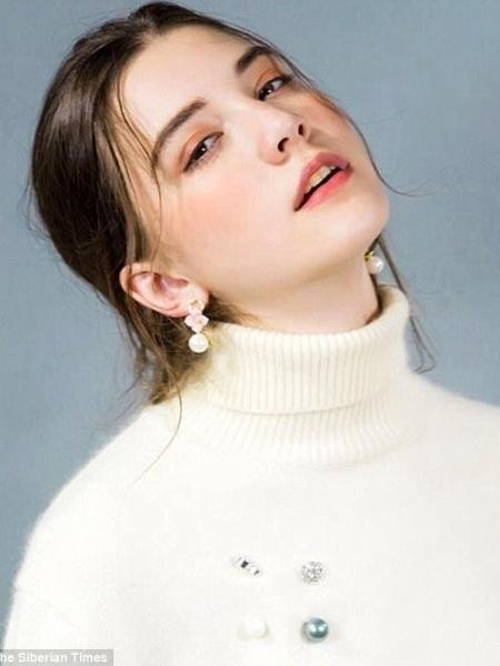A modelo russa Vlada Dzyuba entrou em coma após trabalhar 12 horas seguidas em um evento de moda em Xangai, na China - Reprodução/The Siberian Times