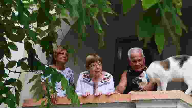 Os idosos Ieda Conceição, 67, Idalino dos Santos, 86, e Rita dos Santos Ribeiro em casa de repouso para idosos da terceira idade em Santos  - Jorge Araújo/Folhapress - Jorge Araújo/Folhapress
