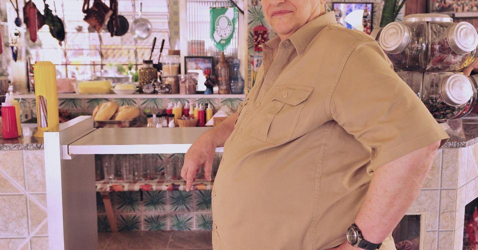 """Fúlvio Stefanini também não ficou satisfeito com """"Amor à Vida"""" (2013). """"O personagem foi muito esquecido. Ele não tinha história. Eu tirava leite de pedra"""", reclamou o ator sobre seu papel, Denizard, dono de um bar. A resposta da Globo e de Walcyr Carrasco foi silenciosa. A emissora o demitiu após 40 anos e o autor, que sempre escalava Fúlvio, nunca mais o convidou para atuar em suas novelas"""