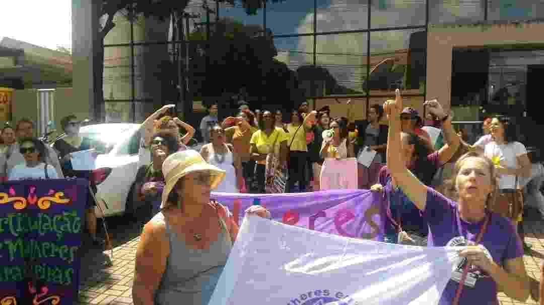 Movimento feminista protesta contra o apresentador Sikera Junior em frente à sede da TV Arapuan, afiliada da RedeTV! na Paraíba - Reprodução/Instagram/kalynelimamc