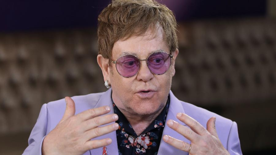 Elton John fala com a imprensa na Conferência Internacional sobre a Aids, em Amsterdã - Eva Plevier/Reuters