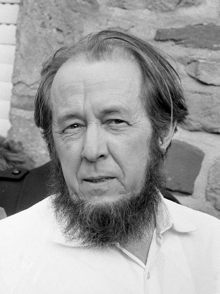O escritor russo Alexander Soljenítsin - Reprodução
