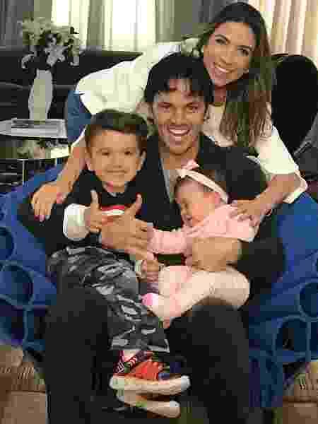 Patricia Abravanel com o marido, Fabio Faria, e os dois filhos - Reprodução/Instagram