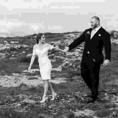 """Hafthor Julius Bjornsson, o Montanha de """"Game of Thrones"""", com a mulher, Kelsey Morgan Henson, em seu casamento - Reprodução/Instagram - Reprodução/Instagram"""