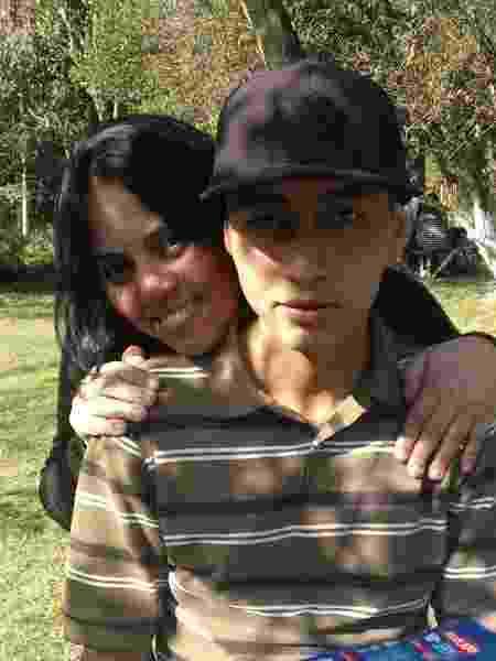 A recepcionista Neusa Brotto com o filho, Douglas - Arquivo pessoal