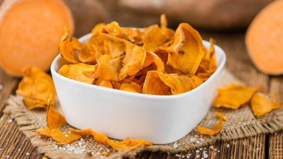 Chips de batata-doce: atenção ao rótulo quando for comprar no supermercado - iStock