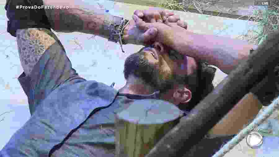 Diego Grossi se machuca durante sétima prova do fazendeiro - Reprodução/RecordTV