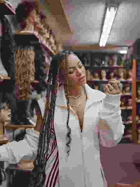 Beyoncé em ensaio para a revista Elle UK - Reprodução/Instagram/elleuk