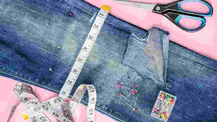 Calças, jaquetas e camisas podem ser customizadas com a ajuda de acessórios de casa - Getty Images/iStockphoto