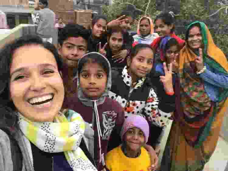 Priscilla e suas novas amizades na Índia - Arquivo pessoal - Arquivo pessoal