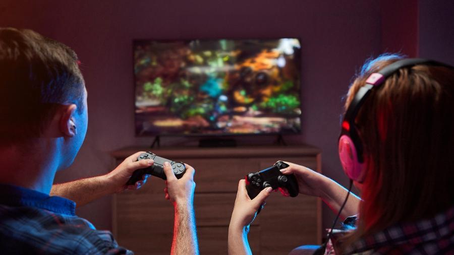Seja no Xbox ou no PlayStation, diversos itens podem melhorar a jogabilidade do seu console - Getty Images