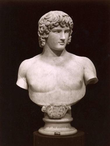 Busto de Antinous, amante do imperador romano Handrian, também está exposta no Museu do Vaticano