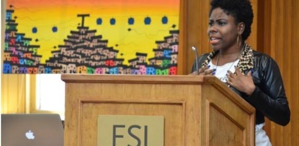 Elaine Rosa fez discurso na Universidade de Stanford, Califórnia - BBC Brasil