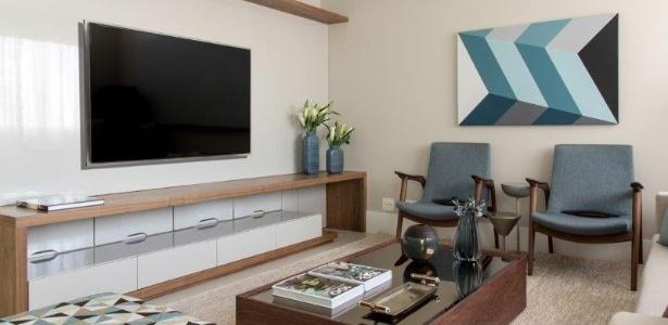 A sala com design da decoradora de interiores Marília Veiga mistura peças atemporais - Daniel Veiga/ Divulgação