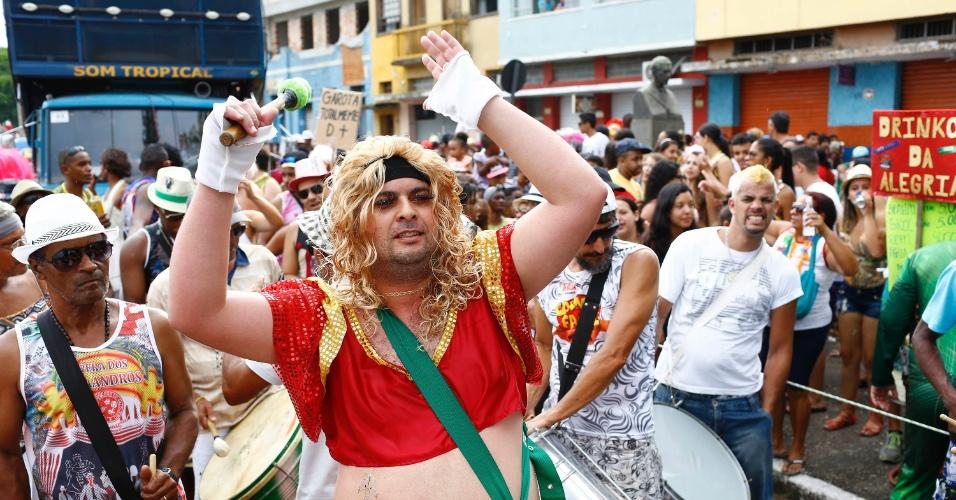 7.fev.2016 - Membro da bateria do Bloco das Piranhas se caracteriza para pular o Carnaval em São João Del Rei (MG)