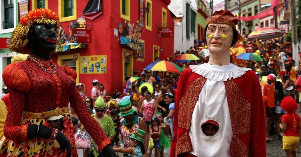 08.fev.2016 - Versão infantil do Eu Acho É Pouco, o bloco Eu Acho É Pouquinho desfila pelas ladeiras de Olinda com bonecos e fantasias.