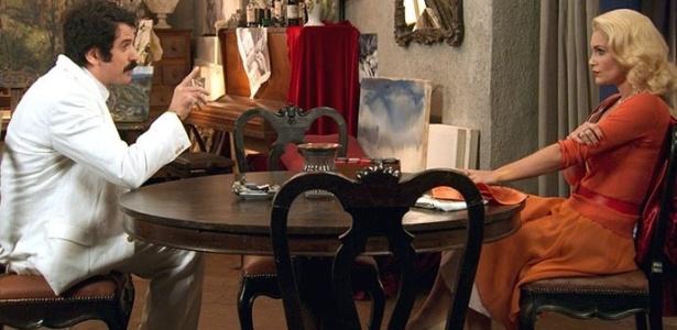 """Ernesto (Eriberto Leão) e Sandra (Flávia Alessandra) planejam se livrar de Candinho em """"Êta Mundo Bom"""" - Reprodução/""""Êta Mundo Bom""""/GShow"""