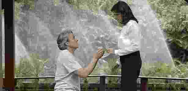 """Aparício (Alexandre Borges) pede Rebeca (Malu Mader) em casamento em """"Haja Coração"""" - Reprodução/GShow"""