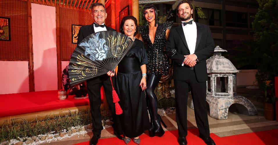 Famosos capricham na fantasia para o baile de Carnaval do Copacabana ... 3b1615f3f9