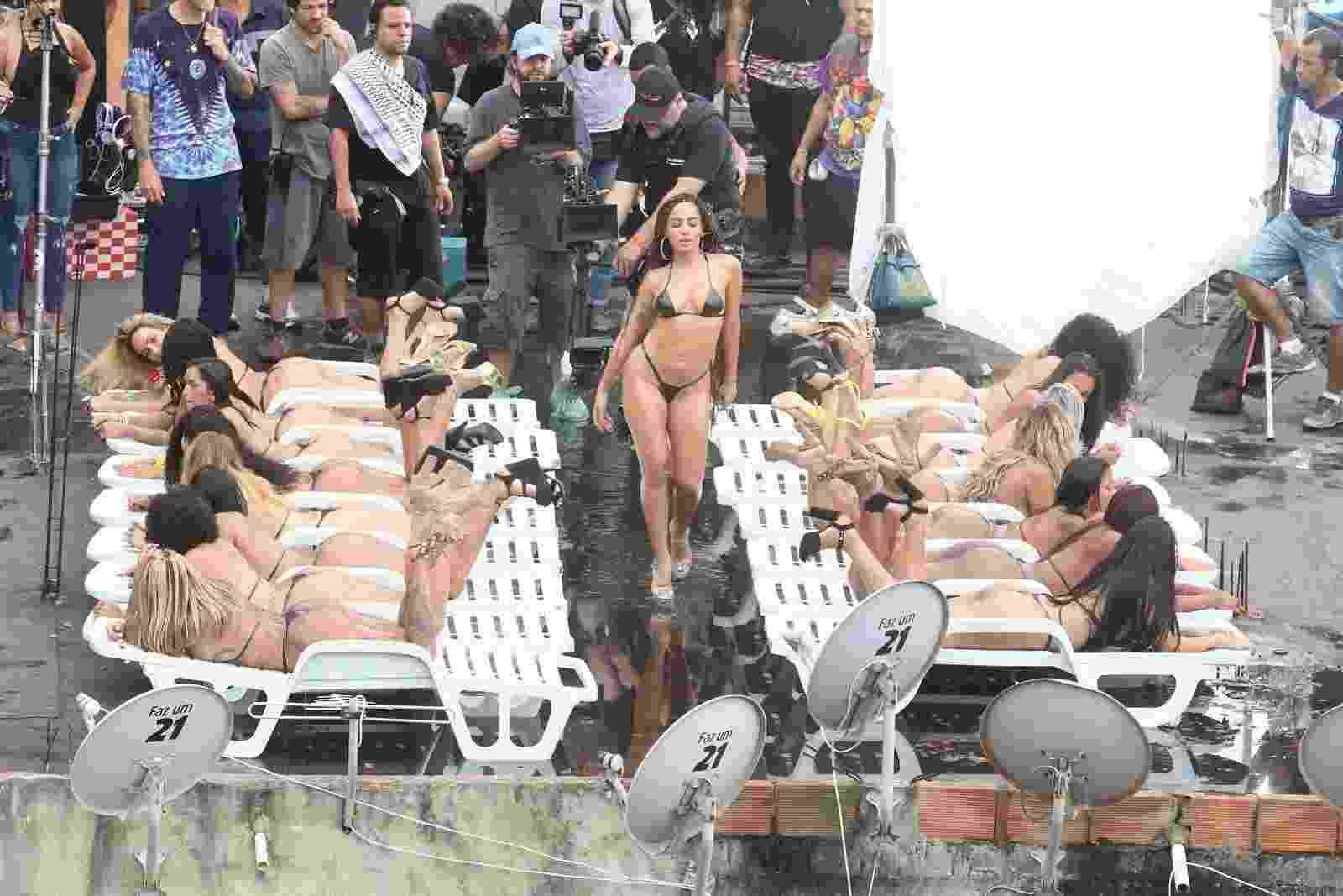 """Anitta grava seu novo clipe, """"Vai, Malandra"""", no morro do Vidigal, no Rio de Janeiro - AgNews"""