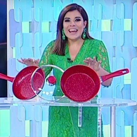 """Mara Maravilha grava merchan no """"Fofocalizando"""" - Reprodução/SBT"""