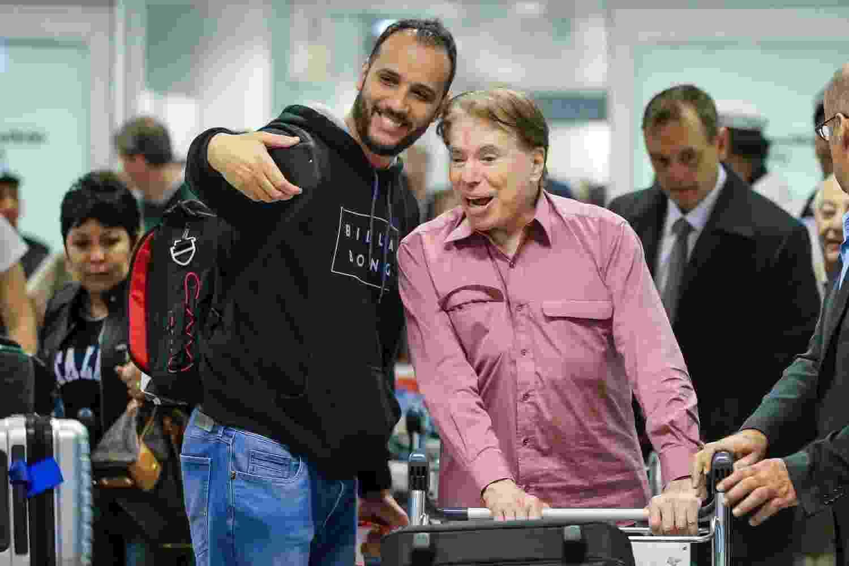 Silvio Santos foi clicado desembarcando no aeroporto internacional de Guarulhos,em São Paulo, neste domingo (22), e foi tietado por fãs - Manuela Scarpa/Brazil News