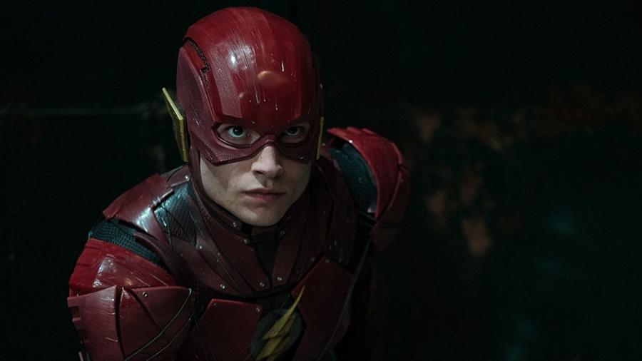 """O ator Ezra Miller em """"Liga da Justiça"""" - Reprodução"""