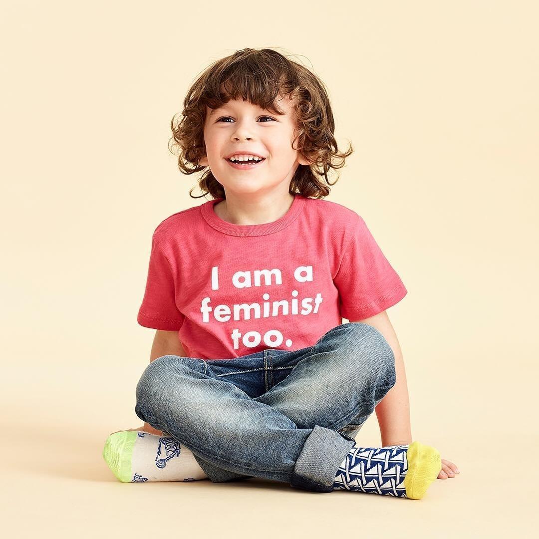 57e39b456 Camiseta infantil para meninos feministas causa polêmica nos Estados Unidos  - 05 06 2018 - UOL Universa