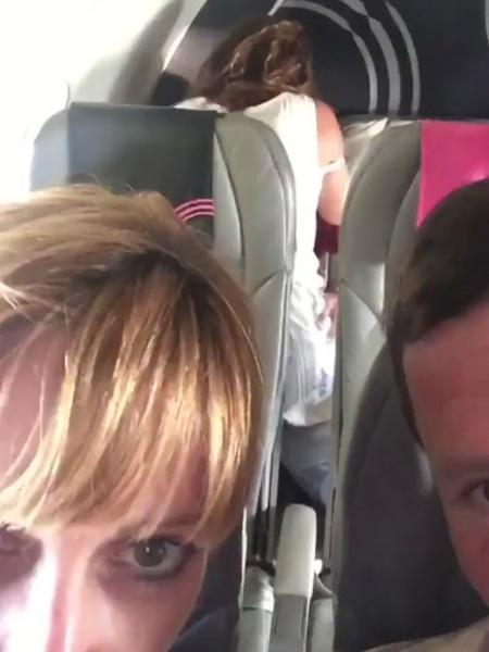 Passageiros foram flagrados fazendo sexo em avião - Twitter