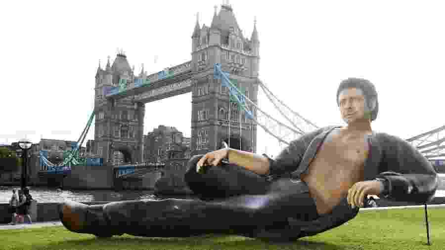 Estátua de 8 metros de Jeff Goldblum é exposta em parque de Londres - Reprodução