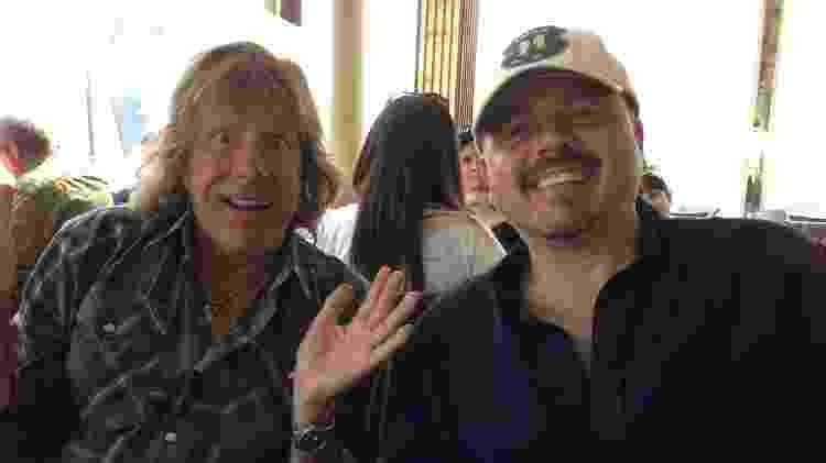 Walter Afanasieff (à direita) ao lado do ídolo Keith Emerson (1944-2016), do Emerson, Lake & Palmer - Reprodução/Twitter - Reprodução/Twitter