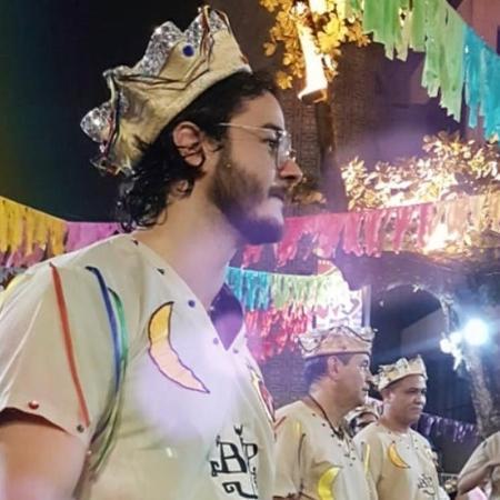 Túlio Gadelha toca alfaia no Recife Antigo, durante abertura do Carnaval - Reprodução/Instagram