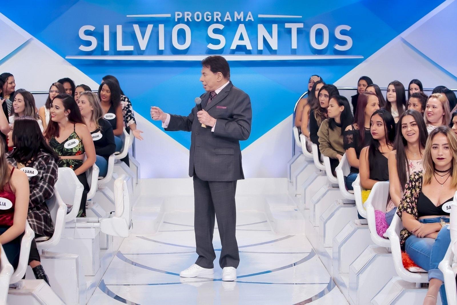 581b2696f Fotos: Patrão estiloso! Silvio Santos usa tênis para gravar seu ...