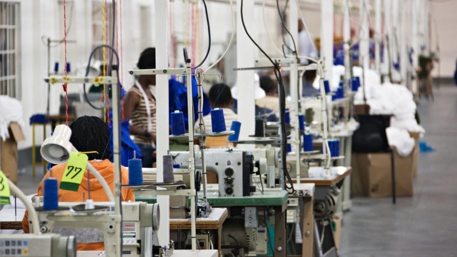 Por ser mais formal que outros setores, a indústria não demitiu tantos trabalhadores quanto o restante da economia - Getty Images/iStockphoto
