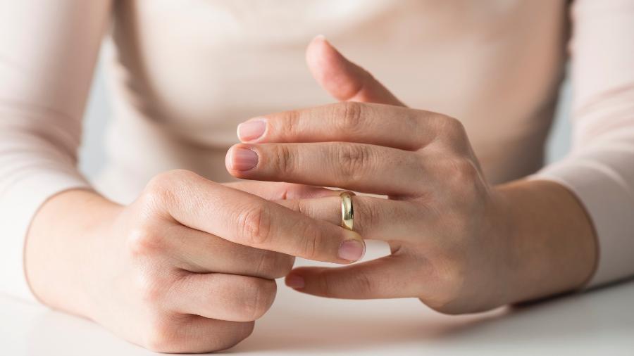 """Interessados devem enviar email contando porquê merecem ganhar um divórcio """"na faixa"""" - solidcolours/iStock"""