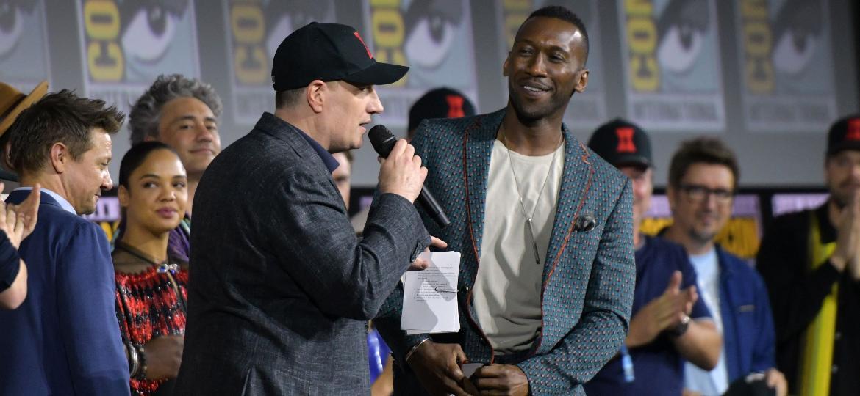 Kevin Feige recebe Mahershala Ali no painel da Marvel na San Diego Comic-Con 2019. O ator será Blade, o caçador de vampiros, em um reboot da franquia - Chris Delmas/AFP