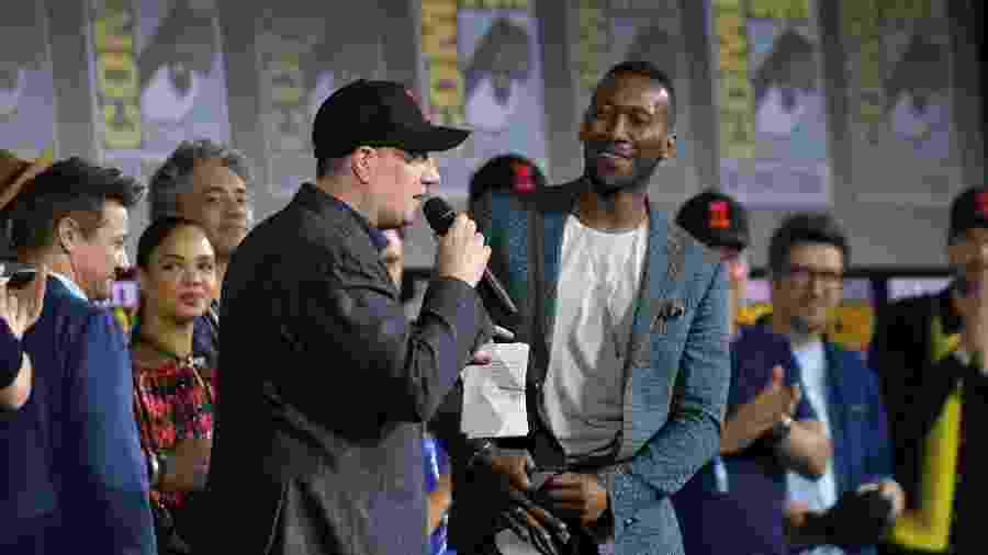 Kevin Feige recebe Mahershala Ali no painel da Marvel na San Diego Comic-Con 2019. O ator será Blade, o caçador de vampiros, em um reboot da franquia. - Chris Delmas/AFP