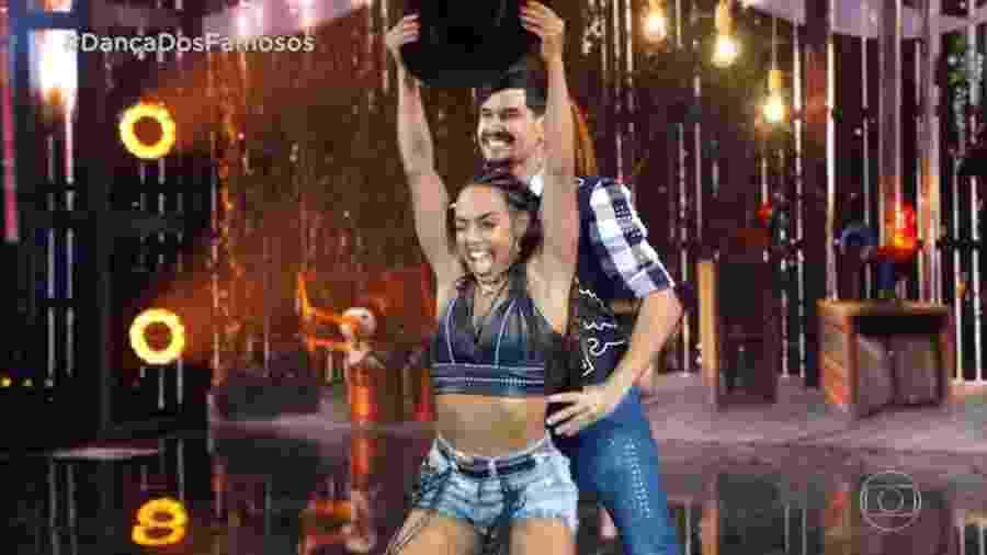 Dandara Mariana e Daniel Norton durante apresentação na Dança dos Famosos - Reprodução/TV Globo