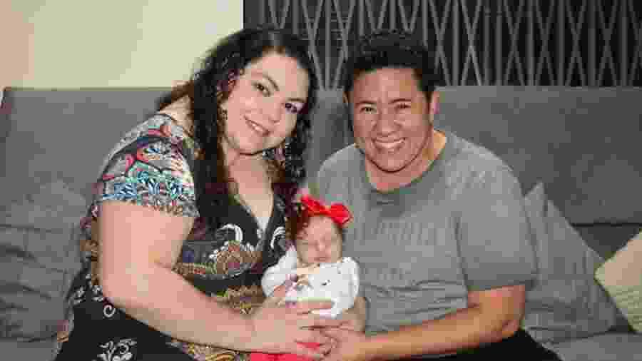 Glauco com a esposa Marcela e a filha Giovana, nascida em novembro - Divulgação/Prefeitura do Rio de Janeiro