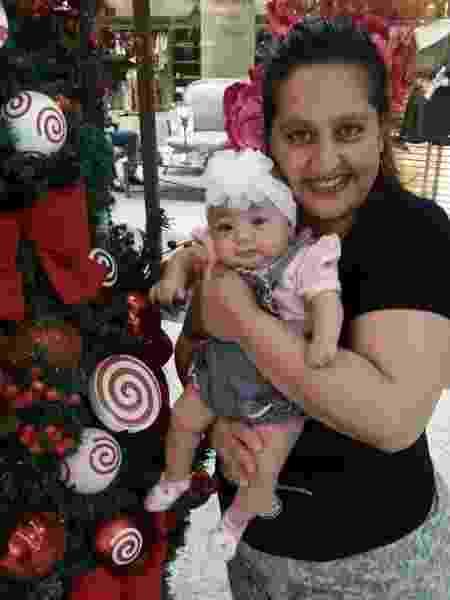 Ellen e a filha, que nasceu prematura aos cinco meses - Acervo pessoal