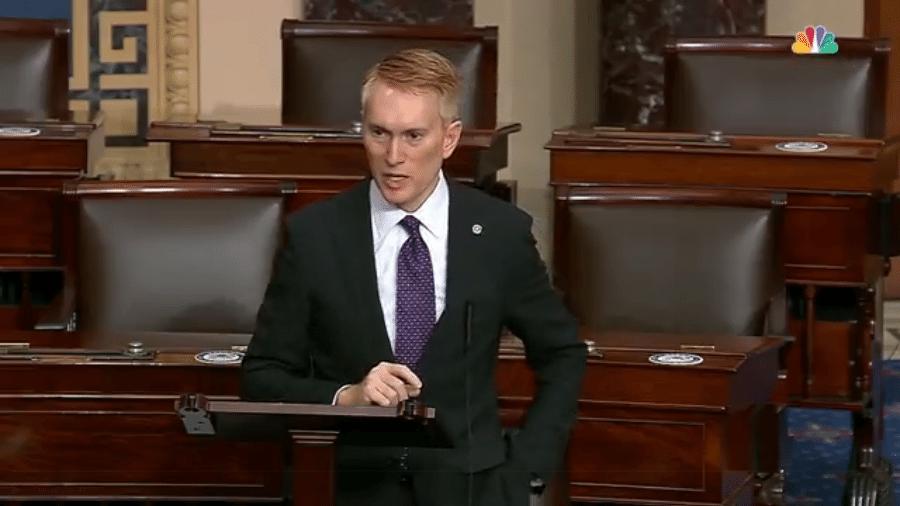 O senador James Lankford, republicano de Oklahoma (EUA), discursa no senado - Reprodução/NBC News
