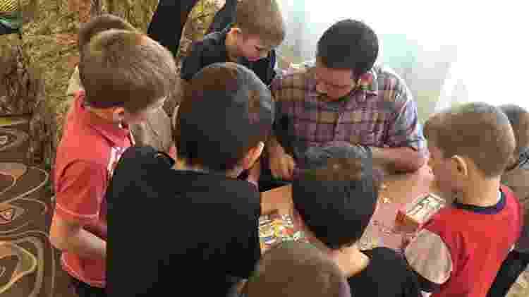 Danniel ensina inglês a crianças na Rússia - Arquivo pessoal - Arquivo pessoal