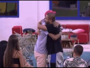 BBB 21: Lucas Penteado e Projota se abraçam - Reprodução/Globoplay - Reprodução/Globoplay